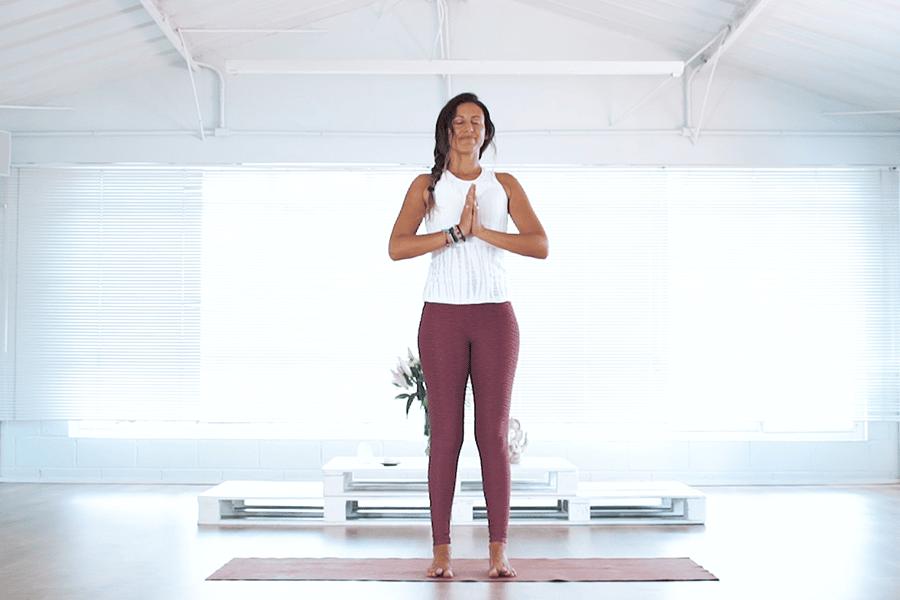 Postura básica do Yoga: Aprenda os ajustes necessários de